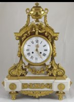 Heavy mantel clock in style Louis XVI.